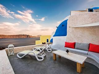 THE DREAM HOUSE, Oia