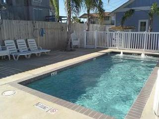 Nautilus Cottage: Premier 3 bed, 2.5 bath townhome w/Pool, Close to the Beach, Port Aransas