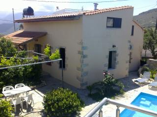 3 bedrooms,1 kitchen,2 bathrooms,living room,pool, Aptera