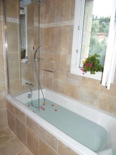 And a massaging bathtub
