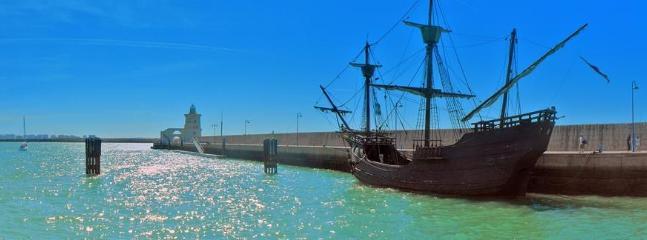 El Galeon y el faro de Puerto Sherry