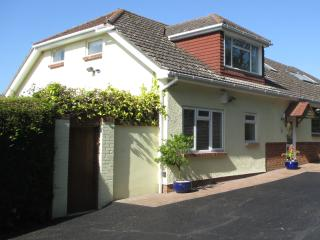 New listing Large 4* 2 bed/2 bath house & garden