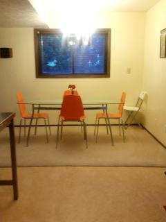 Dinning table that seats 6
