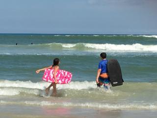 3BR 2BA DAYTONA BEACH VACATION HOME BY THE OCEAN!, Daytona Beach