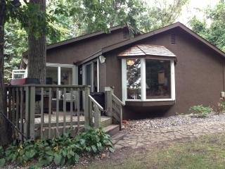 Private Lake Minnetonka Cabin; Wooded Lot w/150 ft
