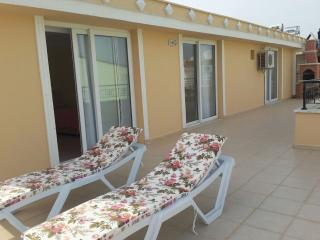 STUNNING SEA VIEW,HUGE TERRACE AND BARBECUE..., Altinkum