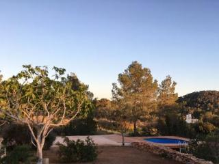 Apartment with pool, garden & stunning view/sunset, Sant Antoni de Portmany