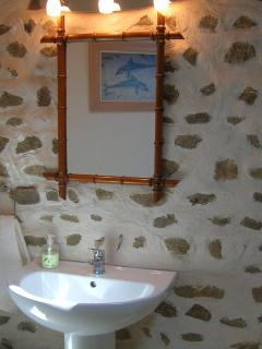 The bathroom in Chez Antoinette