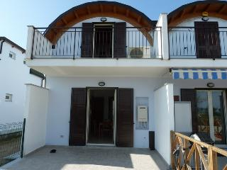 Beautiful Ionian Seafront Townhouse, Isca Marina