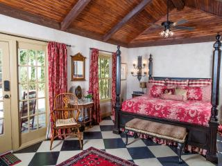 History meets Luxury at the Suite Escape!, Fredericksburg