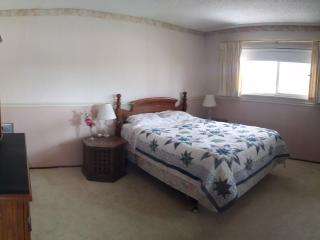 Two bedrooms with 2 bathrooms, near subway, Castro Valley