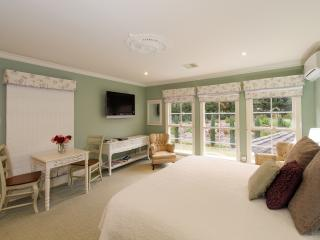 Montfort Manor - Monet Room, Traralgon