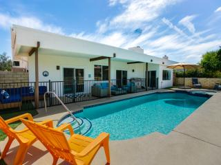 Modern Pool Home on Golf Course, 8 Miles to Coachella and Stagecoach!, Palm Desert