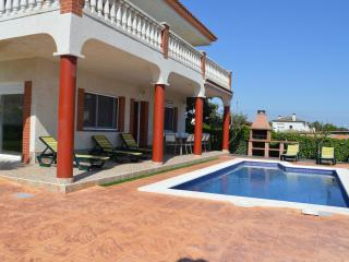 Great house with pool, barbecue, garden and wifi, Cubelles