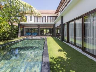 Luxurious 4 bedroom Villa in Seminyak / Umalas