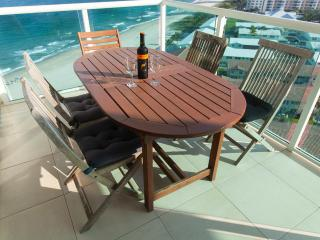 On the Sand - BEACH FRONT 1+1.5  bath Condo wFabulous Ocean Views, Lauderdale by the Sea