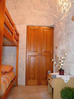 Camera da letto con letto a castello