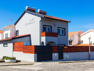 Surf-Atlantic Baleal, Quality House w Jacuzzi, private Garden, near the ocean