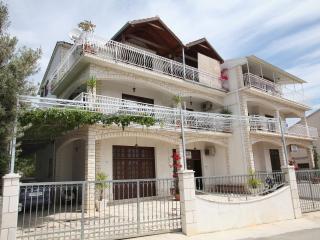 Apartments HRABAR[A2],TROGIR - 500m to old center, Trogir