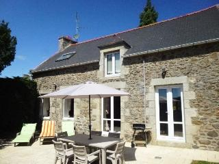 Well equipped & comfortable, near beaches, Dinard, Ploubalay