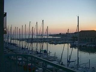 2 Bedroom Apartment Overlooking The Harbour, Mèze