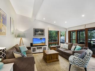 THE LAKE HOUSE  - PET FRIENDLY, Picketts Valley