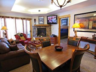 Walk To Ski Area - Excellent Amenities and Shuttle - 30% Off, Steamboat Springs