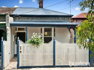 Cosy cottage with gardens, St Kilda