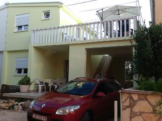 Apartment with private terrace and parking place., Vir