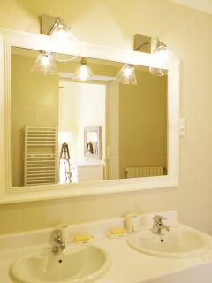 Salle de bain attenante à la Chambre N°2