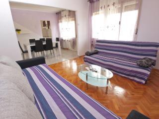 Apartment 4400