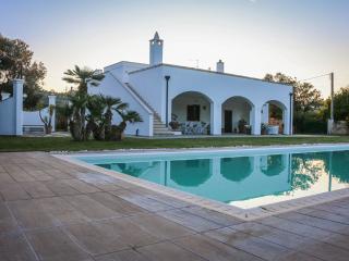 VILLA PEROSCIA with Pool, Monopoli