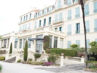 Cannes appartement bourgeois pour 6 personnes.