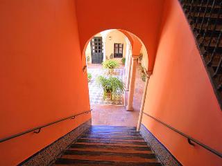 Apartamento duplex junto a Catedral de Sevilla, Seville