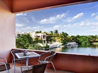 Spacious Waterfront Penthouse Close to Beach
