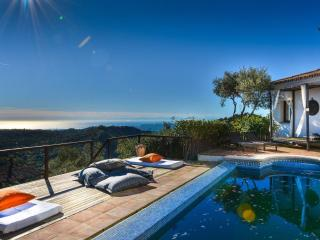 Villa Los Olivos with Sea Views and Private Pool, Casares