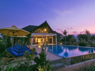 Fabulous Private Beach Front Villa - North Bali