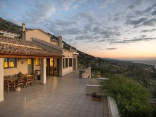 Verga villa with fantastic view, Calamata