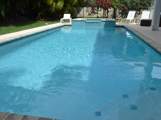 Heated Pool, Hot Tub-Beach 400 yards walk!!!, Île de Marco