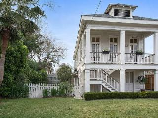 Beautiful uptown home with pool!