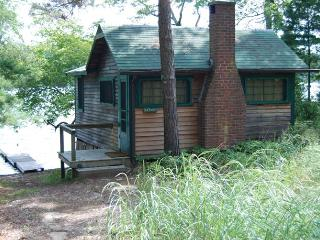 Waterfront Cabin on Beautiful Long Pond, Plymouth