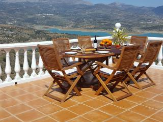 Casa Juan Luxury Villa overlooking Lake Vinuela