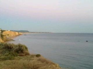 Playa de Fuente del Gallo. A dos minutos andando