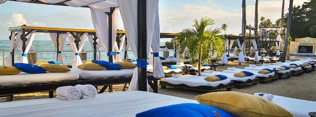 Full access to 12 VIP beaches.