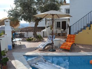 Casa de Ladera (2) Bedroom Holiday Villa with Fantastic Lake View, Iznajar
