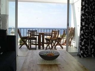 Bright, Sunny 2 bedroom Duplex Apartment with Sea Views in the centre of Luz