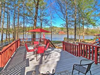 Lovely Mansfield Home w/ Massive Private Deck!