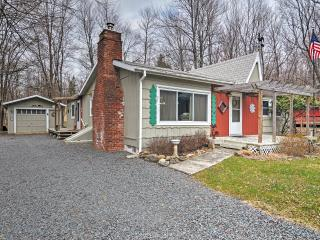 Serene 3BR House in Pocono Lake - Walking Distance to Beaches, Arrowhead Lake, & Other Outdoor Recreation, Lago Pocono