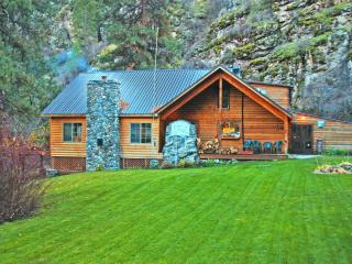 Salmon River Lodge Resort Cabin