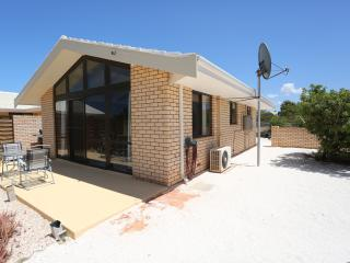 Blue Water Views - 2 Bedroom,1 Bathroom Villa., Denham